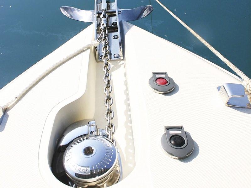 Шпилове и котвени устройства и системи за яхти и лодки