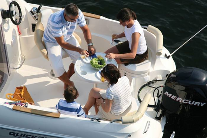 Моторна яхта Quicksilver Activ 555 Cabin