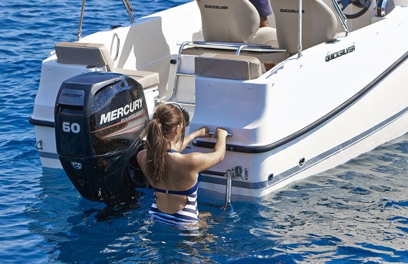 Моторна яхта Quicksilver Activ 455 Cabin