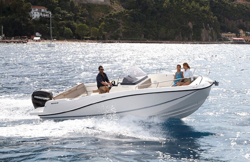 Моторна яхта Quicksilver Activ 755 OPEN