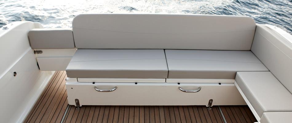 Моторна яхта Quicksilver 855 Weekend