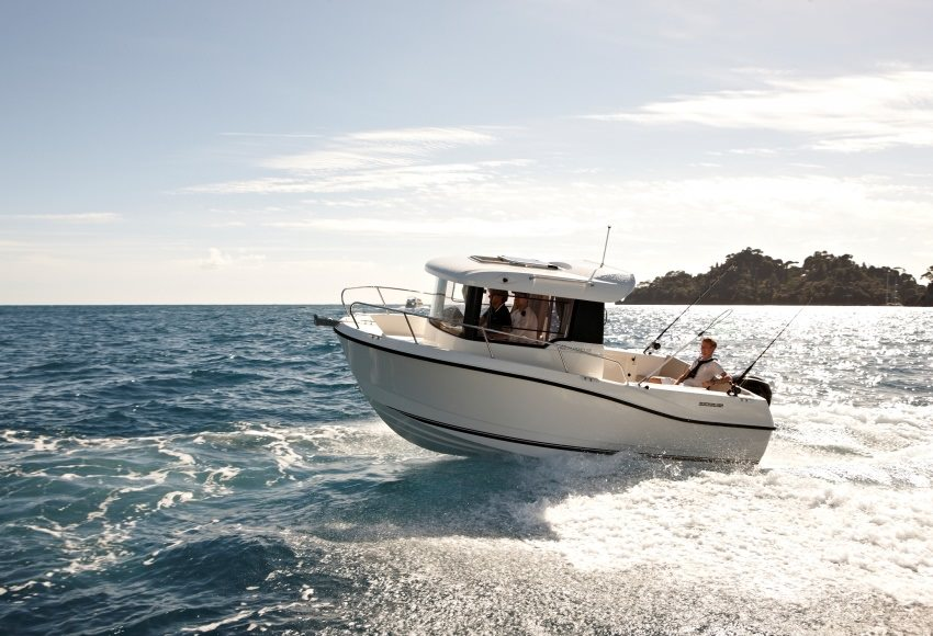 Моторна яхта Quicksilver 605 Pilothouse