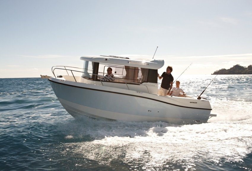 Моторна яхта Quicksilver 675 Pilothouse