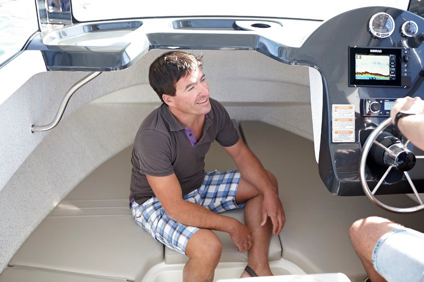 Моторна пластмасова лодка Quicksilver 690 ARVOR