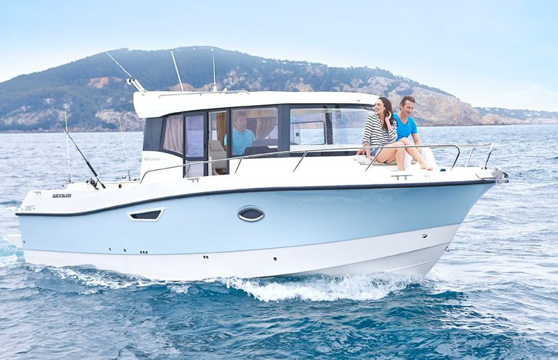 Моторна яхта Quicksilver 905 Pilothouse