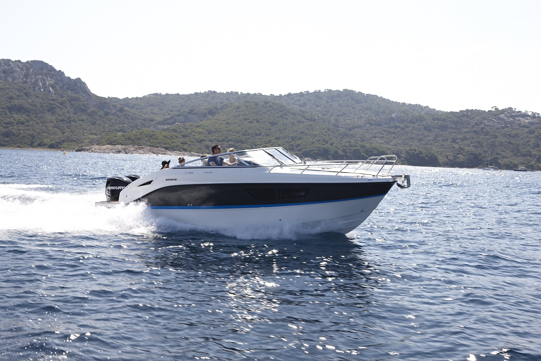 Моторна яхта Quicksilver Activ 805 CRUISER