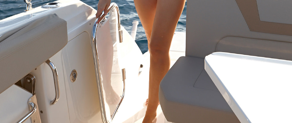 Моторна яхта Quicksilver 805 Sundeck